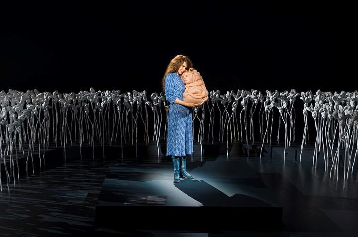 Patricia Piccinini, The Bond (2016). Exhibition view: Patricia Piccinini: Curious Affection, Gallery of Modern Art, Brisbane (24 March–5 August 2018). Courtesy QAGOMA. Photo: Natasha Harth.