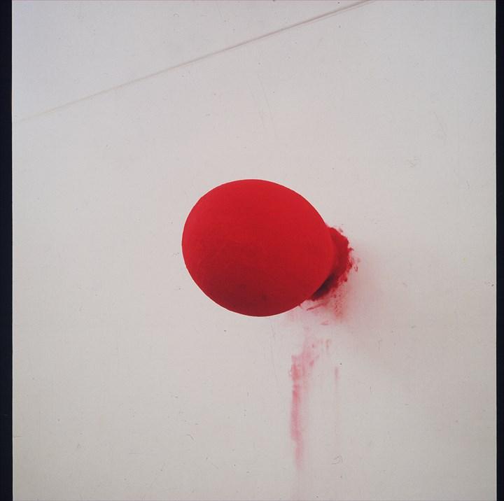 Anish Kapoor, Blood Stone (1988). Sandretto Re Rebaudengo Collection. Courtesy Sandretto Re Rebaudengo Collection.