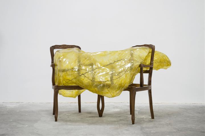 Silvia Giambrone, Untitled with thorns (2017). Wood chairs, acacia thorns, polyvinyl chloride, bitumen, and glass varnish. 150 x 85 x 85 cm. Courtesy Richard Saltoun Gallery.