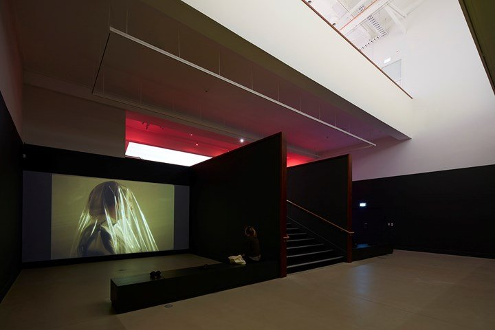 Sriwhana Spong, a hook but no fish (2017). 16 mm transferred to HD, HD video. 24 min 50 sec. Exhibition view: a hook but no fish, Govett-Brewster Art Gallery, New Plymouth (12 May–22 July 2018). Courtesy the artist and Michael Lett, Auckland; Govett-Brewster Art Gallery, New Plymouth. Photo: Samuel Hartnett.