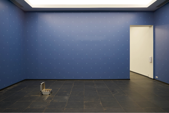 Zac Langdon-Pole, Paradise Blueprint (2017); emic etic (2018). Exhibition view: Ars Viva 2018, S.M.A.K., Ghent (10 February–13 May 2018). Courtesy the artist, Michael Lett Gallery, and STATION Gallery. Photo: Dirk Pauwels.