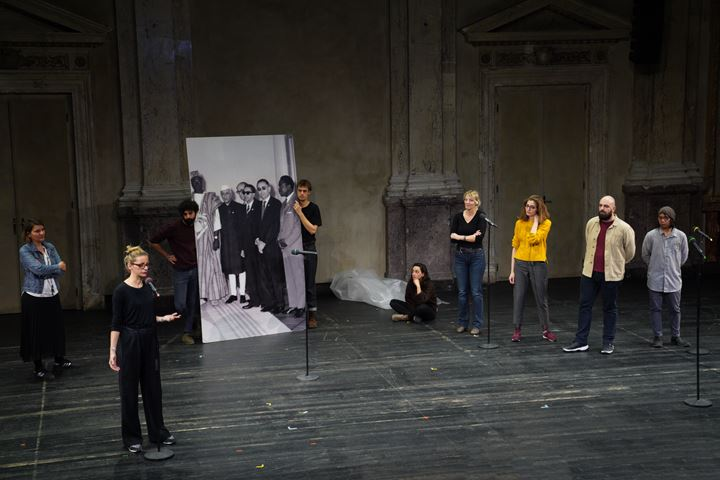 Milica Tomić, On Love Afterwards (2020). Public montage at Kunsthalle Wien in cooperation with Burgtheater, Vienna (2 February 2020). Courtesy the artist. Photo: David Avazzadeh.