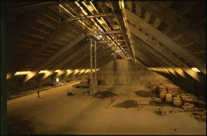 A photograph from the early 1970s shows the interior of the BAGFAŞ Fertilizer Factory in the making.