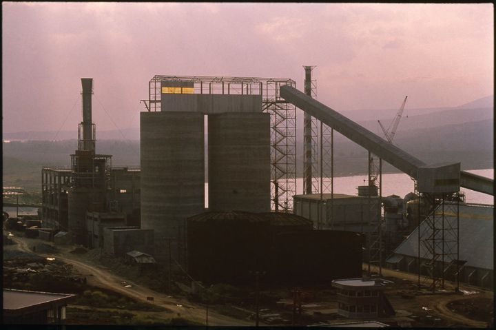 A photograph from the 1970s shows the exterior of the BAGFAŞ Fertilizer Factory in the making.