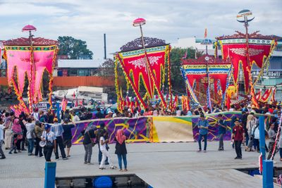 Semporna Lepa Regatta April 2019, Yee I-Lann and the Pulau Omadal weavers present the mat to the public.