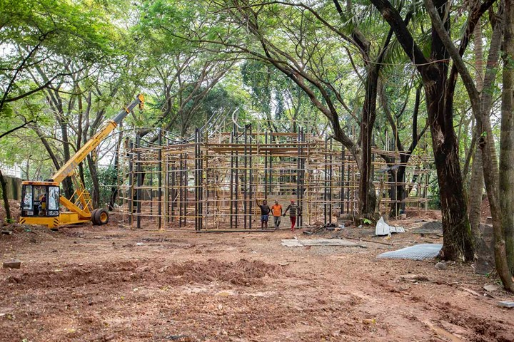 Construction of the Pavilion for the 4th Kochi-Muziris Biennale (KMB). Courtesy Kochi Biennale Foundation.