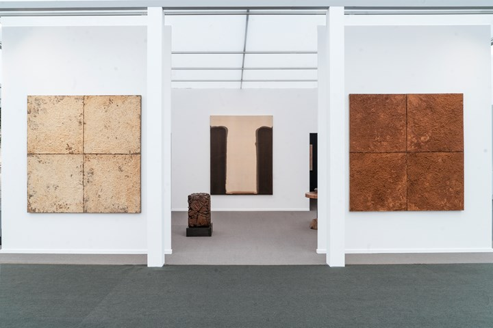 Exhibition view: Axel Vervoordt Gallery, Frieze Masters 2018, London (4–7 October 2018). Cour-tesy Axel Vervoordt Gallery. Photo: © Michael Paul.