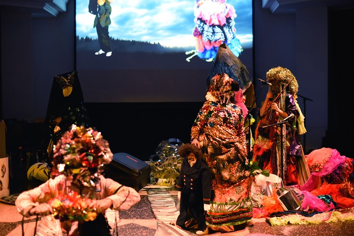 Valeria Montti Colque, Molnskogen (Cloud Forest) (2019). Performance as part of INCANTATIONS. On Ecologies, Fugitivity, and Transmission, organised by SAVVY Contemporary—The Laboratory of Form-Ideas at Kuppelhalle at silent green Kulturquartier, Berlin (26 January 2019). Courtesy Courtesy SAVVY Contemporary—The Laboratory of Form-Ideas. Photo: © Raisa Galofre.