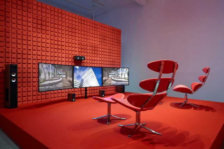 Hito Steyerl, The Tower (2015). Three-channel high-definition video installation, environment and sound. 6 min 55 sec. Exhibition view: Duty-Free Art, Museo Nacional Centro de Arte Reina Sofía, Madrid (11 November 2015–21 March 2016). Courtesy the artist, Andrew Kreps Gallery, New York; Esther Schipper, Berlin.