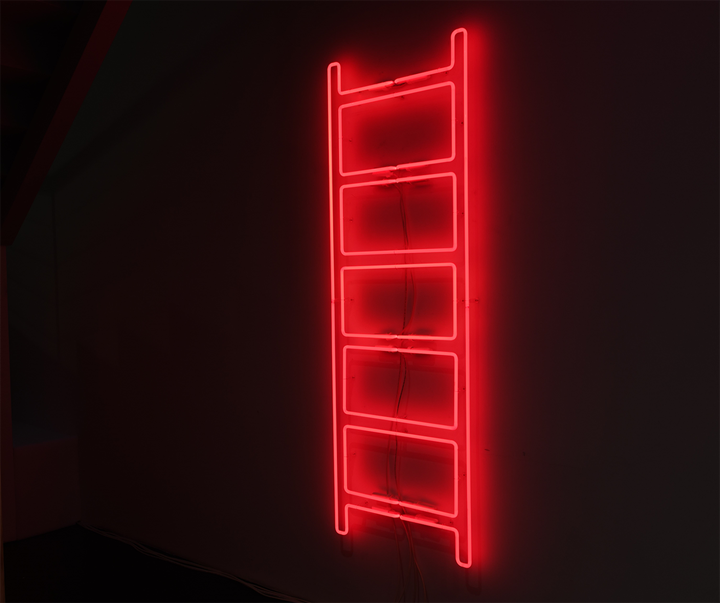 Iván Navarro, Emergency Ladder (2017). Neon and electric energy. 182.3 x 60.6 cm. Exhibition view: The Moon in the Water, Gallery Hyundai, Seoul (20 April–3 June 2018). Courtesy Gallery Hyundai, Seoul.