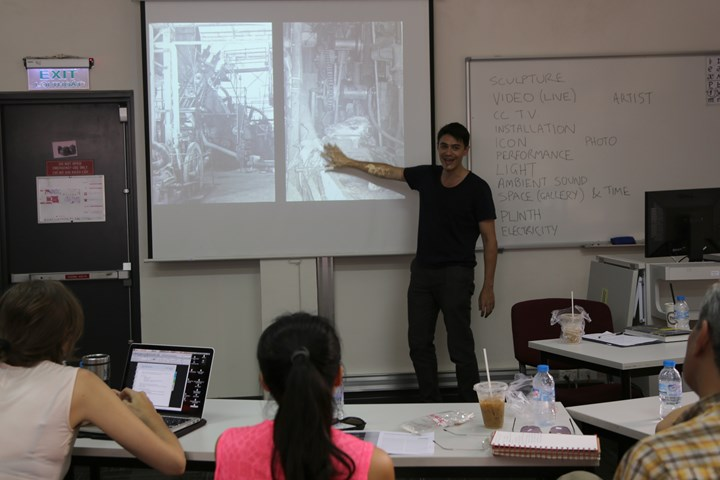 Dr David Teh discussing 'What is an animate image?', RMIT University, as part of the 'Encounter' lecture and workshop series of Conscious Realities (May 2014). Courtesy Sàn Art.