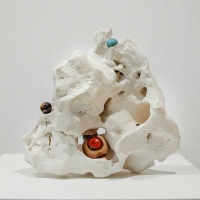 Su-Mei Tse, Nested #1 (2016). Limestone, polished mineral, marble balls. 30 x 27 x 16 cm.