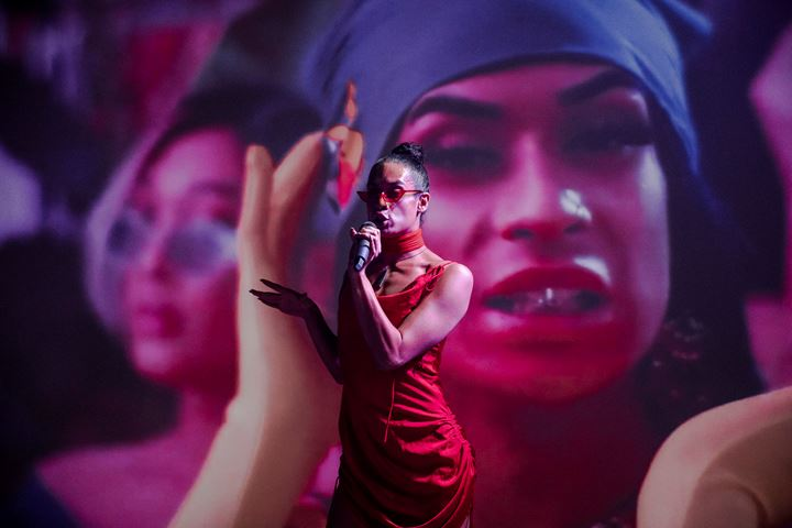 Jamaica Moana, performance as part of Ngāti Kangaru, experiential club night curated by DJ Matariki at An Appropriate Reaction, Cement Fondu, Sydney (23 January–23 February 2020). Courtesy Cement Fondu. Photo: Four Minutes to Midnight.