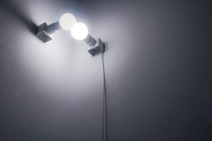 Chloe Cheuk, Dependence (2015). Metal, light bulbs, cable. 17 x 17 x 15cm. Courtesy the artist.