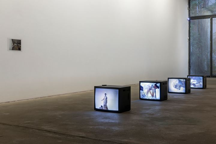 Sara Deraedt, Nilco (2009); Kathleen White, The Spark Between L and D (1988) (left to right). Exhibition view: The Making of Husbands: Christina Ramberg in Dialogue, KW Institute for Contemporary Art, Berlin (14 September 2019–5 January 2020). Courtesy the artists; KW Institute for Contemporary Art, Berlin; ESSEX STREET, New York; the Estate of Kathleen White; Martos Gallery, New York. Photo: Frank Sperling.