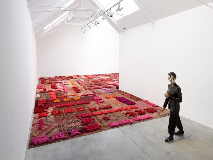Lin Tianmiao, Protruding Patterns (2014); Xiang Jing, Whole Dark (2005) (left to right). Exhibition view: Afterimage: Dandai Yishu, Lisson Gallery, Bell Street, London (3 July–7 September 2019). Courtesy Lisson Gallery.