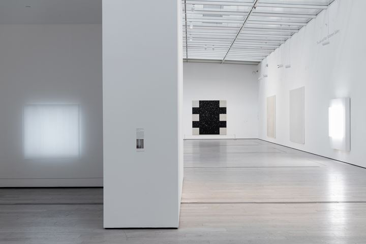 Exhibition view: Mary Corse: A Survey in Light, Los Angeles County Museum of Art (28 July–11 November 2019). Art © Mary Corse. Photo: © Museum Associates/LACMA.