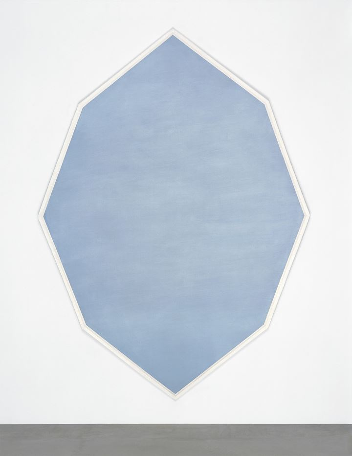 Mary Corse, Untitled (Octagonal Blue) (1964). Metal flakes in acrylic on canvas. 236.22 x 171.45 cm. Collection of the artist. © Mary Corse. Courtesy Kayne Griffin Corcoran; Lisson Gallery; and Pace Gallery. Photo: © Mary Corse.