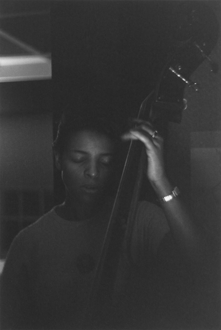 Roy DeCarava, Edna Smith, bassist (1950). © 2019 Estate of Roy DeCarava. All rights reserved. Courtesy David Zwirner.