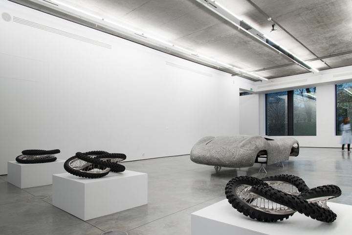 Exhibition view: Wim Delvoye, Gary Tatintsian Gallery, Moscow (9 November 2018–9 February 2019). Courtesy Gary Tatintsian Gallery.