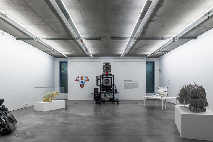 Exhibition view: Wim Delvoye, Gary Tatintsian Gallery, Moscow (9 November 2018–9 February (2019). Courtesy Gary Tatintsian Gallery.