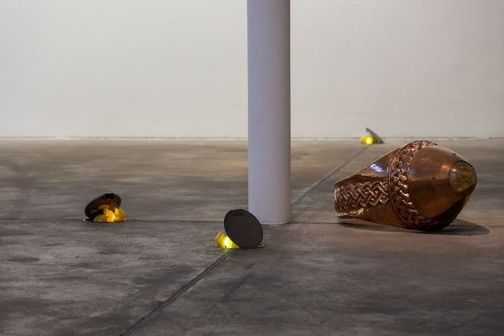 Ghislaine Leung, SHROOMS (2016); Ana Pellicer, Anillo liliputense, producto de exportación (1981) (left to right). Exhibition view: The Making of Husbands: Christina Ramberg in Dialogue, KW Institute for Contemporary Art, Berlin (14 September 2019–5 January 2020). Courtesy thee artists, KW Institute for Contemporary Art, Berlin; ESSEX STREET, New York; Ringier AG; Gaga Fine Arts, Mexico City/Los Angeles. Photo: Frank Sperling.