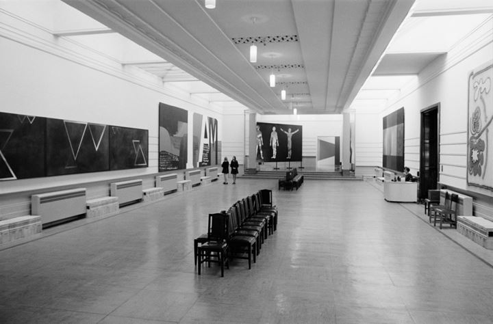 Exhibition view: Ten Big Paintings, National Art Gallery (1971). Ref: AW-0449. Alexander Turnbull Library, Wellington, New Zealand. /records/37152892. Photo: Ans Westra.