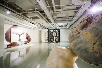 """展览现场:""""绝地通天"""",chi K11美术馆,上海(2020年11月10日至2021年2月28日)。图片提供:chi K11美术馆。"""