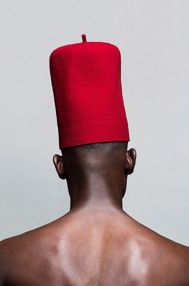 Lakin Ogunbanwo, Let it Be (2016). Archival inkjet print on Hahnemühle PhotoRag. 119 x 79.5 cm. Edition of 10. Courtesy Lakin Ogunbanwo and WHATIFTHEWORLD.