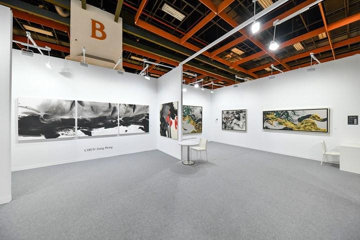 Works by Chen Jiang Hong and Takehiko Sugawara on view at Galerie Tamenaga, Art Taipei (26–29 October 2018). Courtesy Art Taipei.