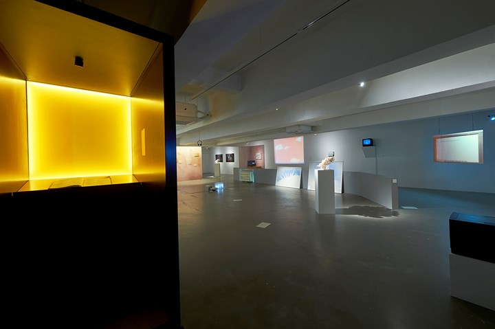 Chen Zhe, 891 Dusks: An Encyclopedia of Psychological Experiences (2017) (Left). Exhibition view: Group Exhibition, Crush, Para Site, Hong Kong (15 September–25 November 2018). Courtesy the artist and Para Site.