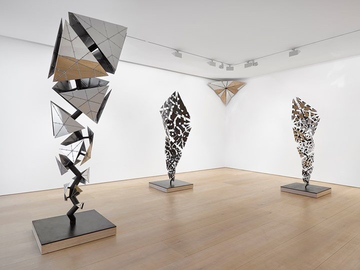 Exhibition view: Conrad Shawcross: After the Explosion, Before the Collapse, Victoria Miro, Mayfair, London (13 September–27 October 2018). © Conrad Shawcross. Courtesy the artist and Victoria Miro, London/Venice.