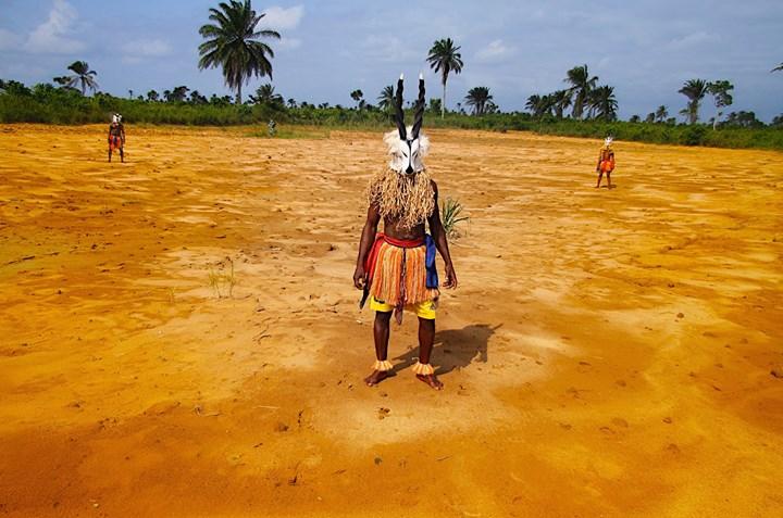 Zina Saro-Wiwa, Karikpo Pipeline (2015). Film still. Five-channel video installation. 27 min 31 sec. Courtesy the artist and Tiwani Contemporary.
