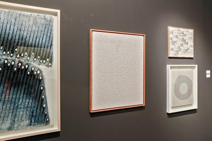 Exhibition view: Tina Kim Gallery & Kukje Gallery, Frieze Masters, London (5–8 October 2017). Courtesy Ocula. Photo: Charles Roussel.