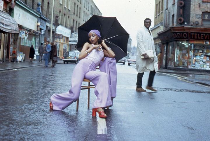 Armet Francis, Fashion Shoot Brixton Market (1973). Courtesy the artist.