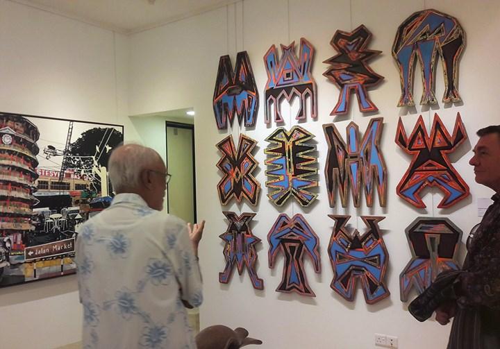 Zain Azahari introduces Haffendi Anuar's work Passerine (2017) upon a visit to his collection during Kuala Lumpur Gallery weekend (8–10 December 2017). Photo: Tessa Moldan