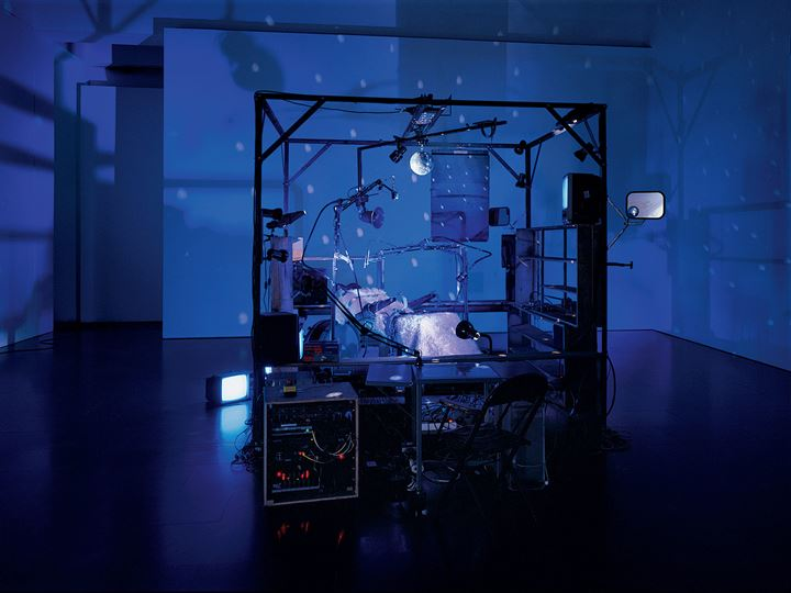 Janet Cardiff and George Bures Miller, The Killing Machine (2007). Pneumatics, robotics, electromagnetic beaters, dentist chair, electric guitar, CRT monitors, computer, various control systems, lights, and sound. Approx 5 min. 118 x 157 x 98 cm. The Museum of Modern Art, New York. Gift of the Julia Stoschek Foundation, Düsseldorf, and the Dunn Bequest. © 2019 Janet Cardiff and George Bures Miller. Courtesy the artists and Luhring Augustine, New York. Photo: Seber Ugarte & Lorena López.