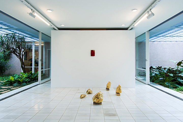 Exhibition view: Bosco Sodi, Voragine, at Luciana Brito Gallery (4 April-8 May 2017).