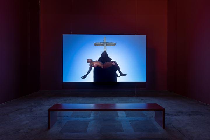 Carlos Motta, Corpo fechado: a obra do diabo (2018). 16 min 9 sec HD video, sound, colour. Exhibition view: We The Enemy, Galeria Vermelho, São Paulo (8 October–10 November 2019). Courtesy the artist and Galeria Vermelho.