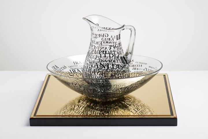 Regina Silveira, Matar a Sede (2018). Glass on porcelain. 21 x 36 cm; 33 x 39 x 39 cm. Courtesy the artist and Luciana Brito.
