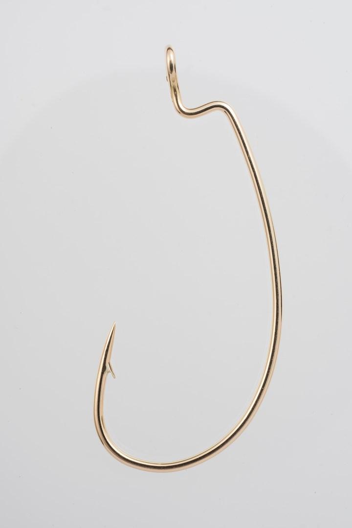 Chris Chong Chan Fui, Python (2019). (detail). 18k gold. 5 x 2 cm. Courtesy the artist and Chan+Hori Contemporary.