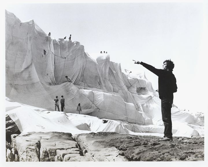 Kaldor Public Art Project 1: Christo and Jeanne-Claude, Wrapped Coast – One Million Square Feet, Little Bay, Sydney, Australia (28 October–14 December 1969). Photo: Harry Shunk.