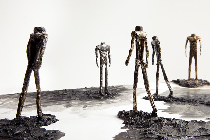 Shi Jin-Hua, Five Walkers on the Square (2018–19). Oil and tube on canvas. 41.4 x 62 x 16.3 cm. Courtesy the artist and Mind Set Art Center.