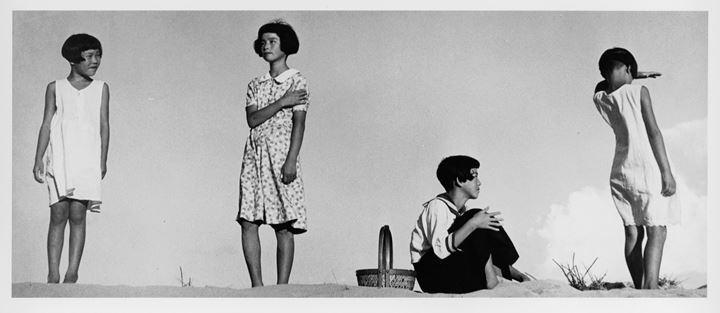 Shōji Ueda, Four Girls Posing (2019). Courtesy  Shoji Ueda Office.