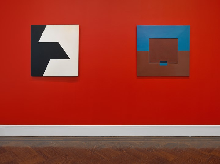 Lygia Clark, Planos em Superfície Modulada (from the series B nº 3) (1958). Painted wood. 83.82 x 83.82 cm; Untitled (from the series Quebra da Moldura) (1954) (left to right). Painted wood. 84 x 84 cm. Exhibition view: Visions of Brazil: Reimagining Modernity from Tarsila to Sonia, Blum & Poe, New York (30 April–22 June 2019). Courtesy the artists or Estates and Blum & Poe, Los Angeles/New York/Tokyo. Photo: Genevieve Hanson.