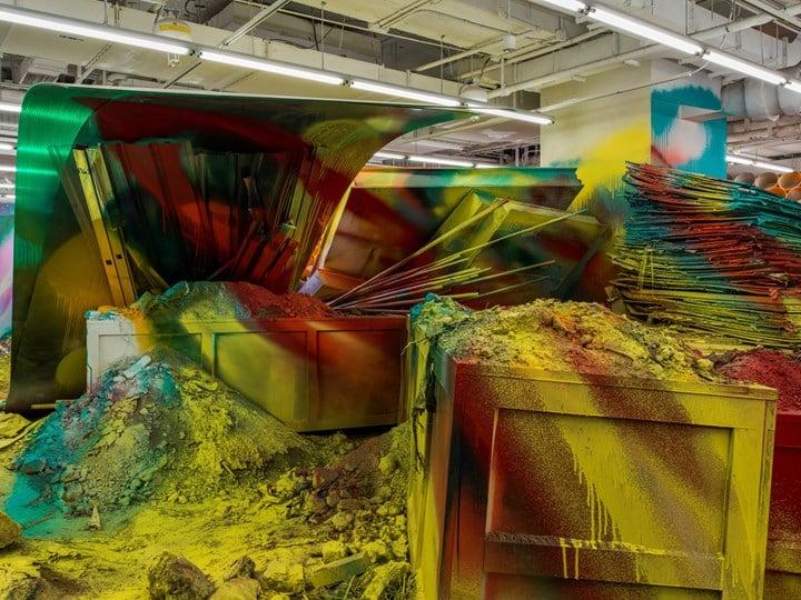 Exhibition view: Katharina Grosse: Mumbling Mud, chi K11 art museum, Shanghai (10 November 2018–24 February 2019 ). Courtesy K11 Art Foundation and Galerie Nächst St. Stephan, Vienna. © Katharina Grosse and VG Bild-Kunst, Bonn.