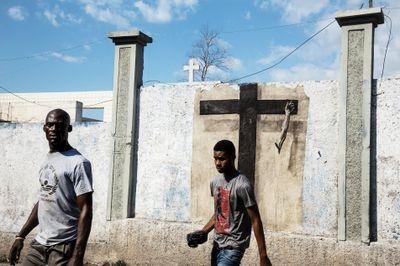 Ernest Pignon-Ernest, Haïti (2019). Photograph on aluminium. 67 x 100 cm. © Ernest Pignon-Ernest.