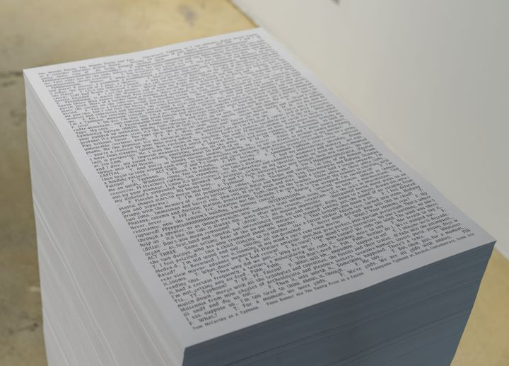 A stack of papers in Fiona Banner's solo exhibition at Barakat Contemporary in Seoul features the dialogue of the two figures in the film Pranayama Organ.
