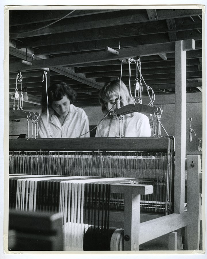 Anni Albers and a student at the loom, Black Mountain College (ca. 1944).  © Josef and Yaye Breitenbach Foundation, courtesy Gitterman Gallery, New York. Photo: Josef Breitenbach.