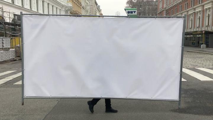 Klara Lidén, A Walk in the Park (2019) (still). HD video, colour, sound, loop. 3 + 2AP. 5 min 53 sec. Courtesy Weiss Falk, Reena Spaulings Fine Art, and the artist.